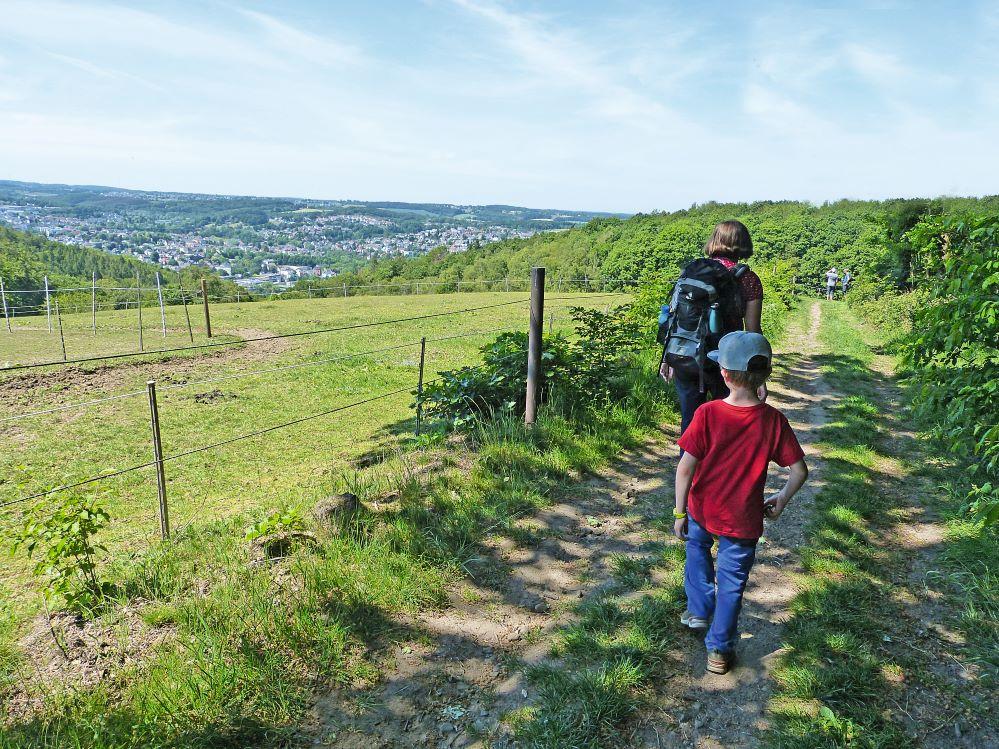grüne Oasen im Ruhrgebiet, Höhenweg mit Kind.